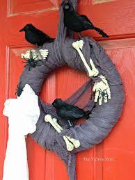 halloween diy creepy crow and bones wreath the tiptoe fairy