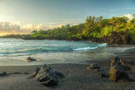 Black Sand Beaches Maui by What To Do In Maui During Christmas Holiday