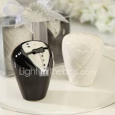ceramic bride and groom salt u0026 pepper shakers wedding favor set