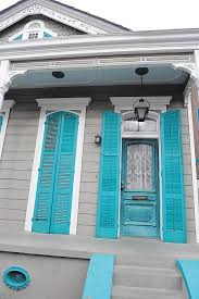 why does new orleans paint the ceilings of its front porches blue
