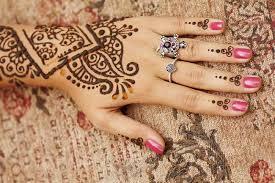 membuat alis dengan henna hati hati tato henna mengandung curan yang berbahaya alodokter