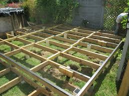 terrasse suspendue en bois faire une terrasse en bois pas cher u2013 mzaol com