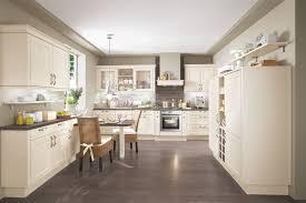 Wohnzimmer Ideen Landhausstil Modern Wandfarbe Grau Sofa Design Kleiner Kaffeetisch Wohnenswert