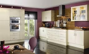 farbe küche farbe für küche küchenwand in kontrastfarbe streichen diy