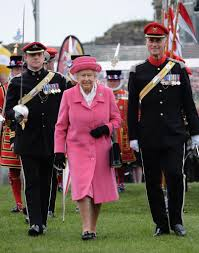 Queen Elizabeth Purse Queen Elizabeth Ii In Pink After Second Royal Baby U0027s Birth