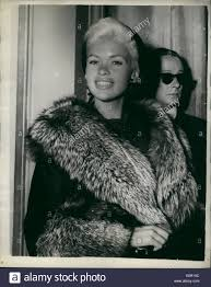jayne mansfield house sep 09 1957 jayne mansfield visits mansion house hollywood