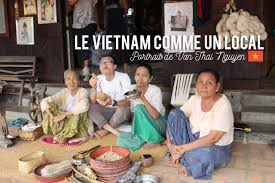 le vietnam comme un local portrait de van thai guide et