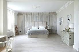 chambre en lambris bois lambris pour chambre lambris bois blanc 35 idaces pour inviter le
