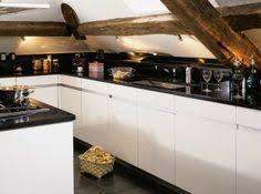 cuisine sous pente une cuisine sur mesure l astuce de l atelier sylvie cahen pour
