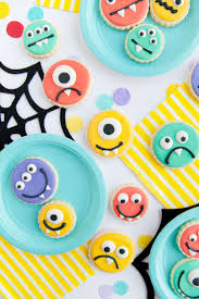 Halloween Birthday Party Cakes by Best 20 Monster Cupcakes Ideas On Pinterest Cookie Monster