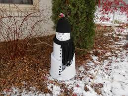 sproutsandstuff diy outdoor snowman using plastic nursery pots