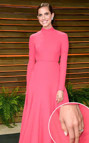 Vanity Fair Canada Allison Williams Debuts Her Engagement Ring From Ricky Van Veen At