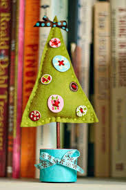 5 diy felt tabletop christmas trees shelterness