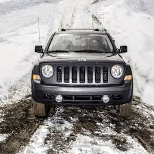 lifted jeep patriot off road in the snow with jeep