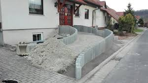 Steingarten Mit Granit Bild 7 Der Aufgang Wird Mit Schotter Aufgefüllt Und Verdichtet