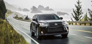 2017 Toyota Highlander Vs 2017 Nissan Pathfinder In Rockford Il