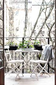 super cute and simple outdoor sitting area perfect places