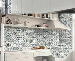 badezimmer schrã nke mediterrane badezimmer fliesen bunt design