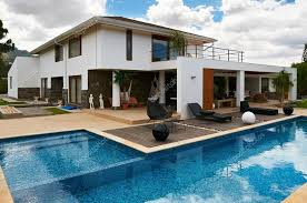 house with pool modern big house with pool stock editorial photo scornejor