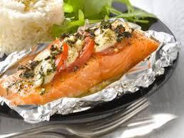 cuisiner pavé de saumon au four saumon en papillote facile recette sur cuisine actuelle