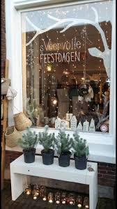 Window Decorations For Christmas by Best 10 Christmas Window Display Ideas On Pinterest Winter
