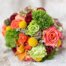 how to save money on wedding flowers 5 ways to save money on wedding flowers weddingwire