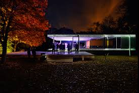 mies der rohe s iconic farnsworth house gets the projection