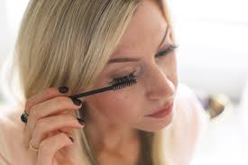 How To Use An Eyelash Curler How To Apply Eyelash Extensions Yourself Elle Apparel By Leanne