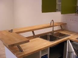 pied de plan de travail cuisine fixer plan de travail cuisine affordable cuisine sous les toits