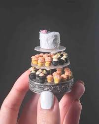 Miniature by These Miniature Wedding Cakes Are The Ultimate Wedding Keepsake
