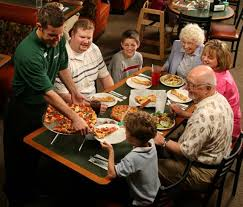 round table pizza burbank why do customers love round table round table pizza franchise