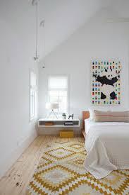 le de chevet chambre installer une table de nuit suspendue près de lit les