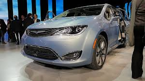 2017 chrysler pacifica isn u0027t your parents u0027 town u0026 country w video