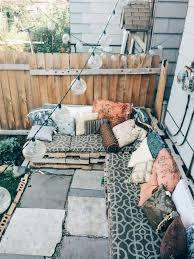 bank fã r balkon klein aber oho so wird dein balkon zu einem stylischen hingucker