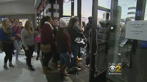 black friday shoppers at woodfield mall cbs chicago
