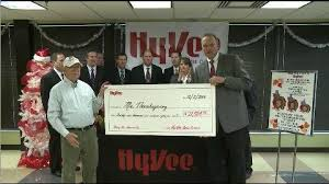 hy vee thanksgiving mr thanksgiving receives 21 000 donation from hy vee