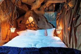 chambre à theme avec un hôtel aux thèmes de la nature et du fantastique cap voyage