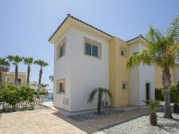 3 bedroom villa in a quiet location and near ayia thekla beach and