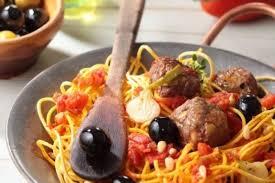 cuisiner des boulettes de boeuf recette de boulettes de bœuf aux olives noires spaghettis aux