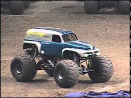 original grave digger monster truck monster jam grave digger the legend monster truck freestyle san