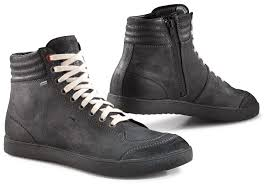 moto riding boots riding boots part 2 choosing your motorcycle boots bikesrepublic