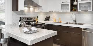 carrelage vintage cuisine pot de verre clair vintage dalle dosseret en granit gris tabourets