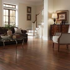 the rich wood look of this sherwood oak laminate floor with