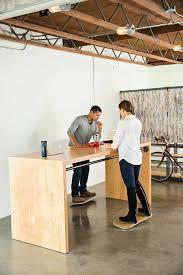 bureau pour travailler debout mettez votre chaise de bureau au placard travailler debout est