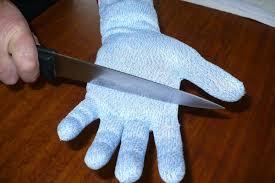 gant de protection cuisine anti coupure so apéro la guillotine à saucisson gant anti coupure