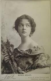 vintage photos of beautiful women and girls 30 photos