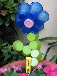 riciclare bicchieri di plastica come realizzare un fiore riciclando i bicchieri di plastica