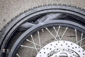 chambre a air moto remonter un pneu sans pincer la chambre à air tuto moto xt660z