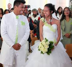 robe de mari e bicolore robe de mariee avec volant organza robe de mariee bustier