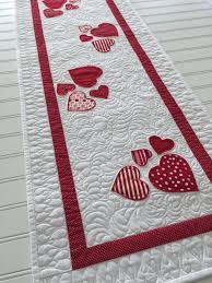 what is a table runner 3191 best table runners mug rugs and placemats images on pinterest